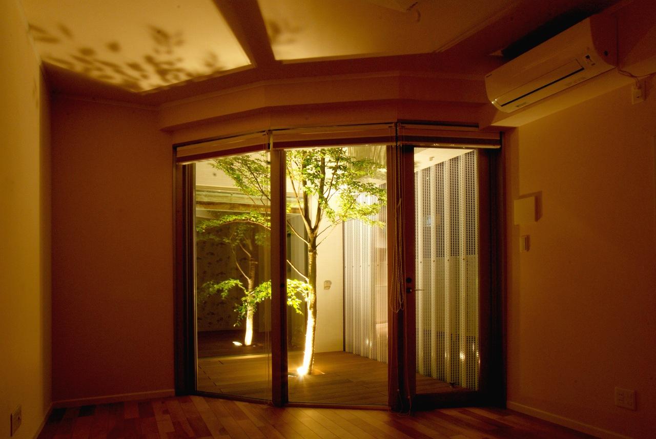 1階洋室からの夜の眺め